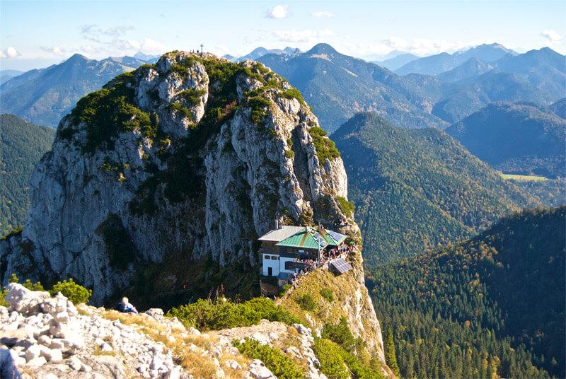 Der Buchstein im Rücken der Tegernseer Hütte
