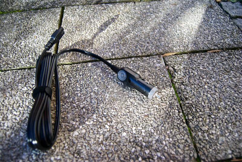 Das 12V Kfz Kabel für den Betrieb am Auto