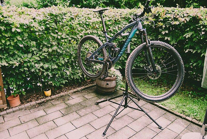 Mountainbike am Montageständer