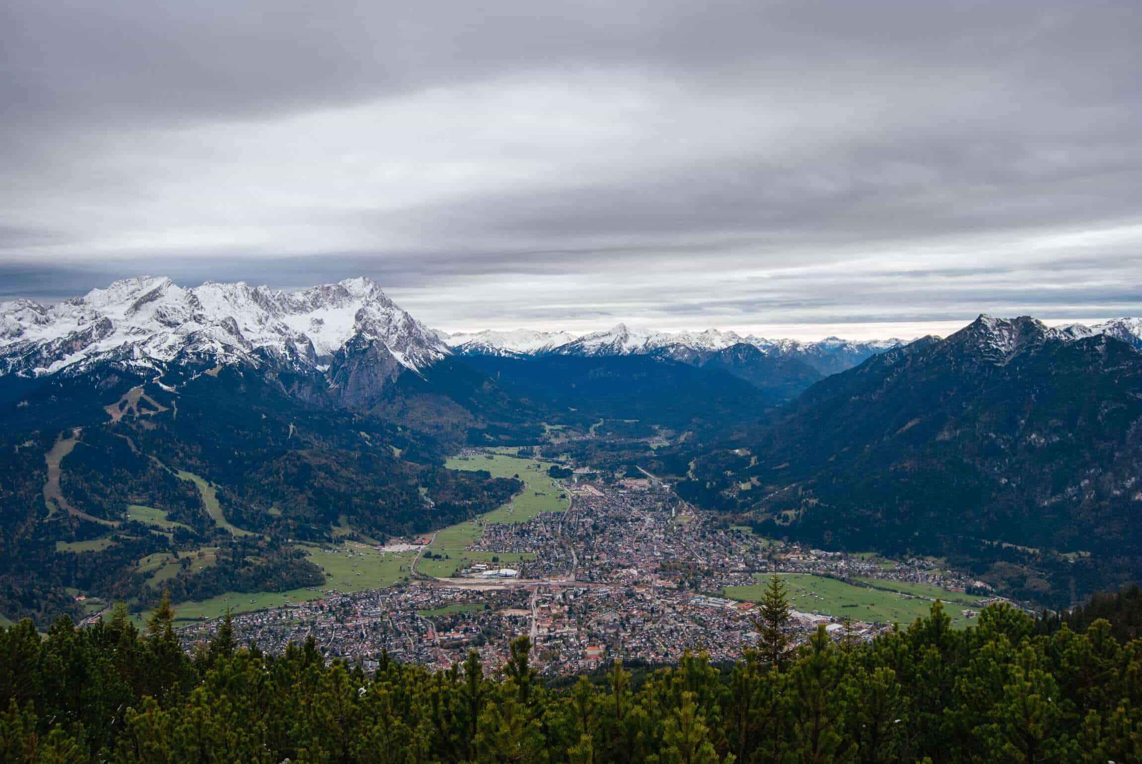 Blick vom Wank auf Garmisch-Partenkirchen