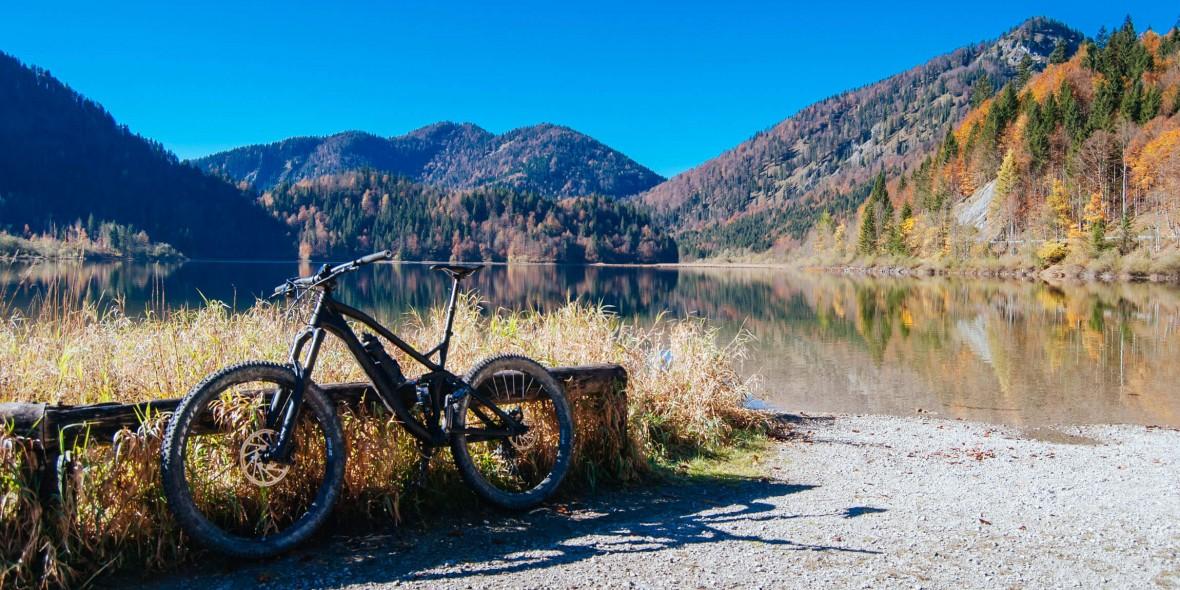Mit dem Mountainbike am Weitsee