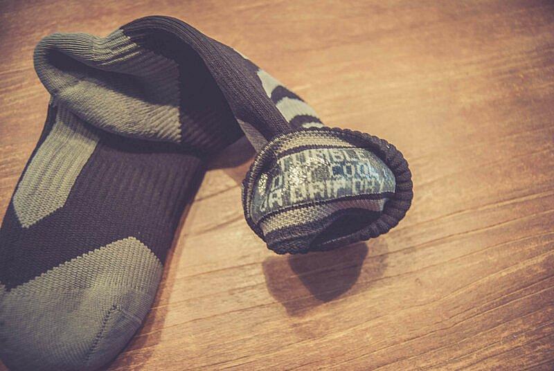 Silikonband macht die Socken Wasserdicht