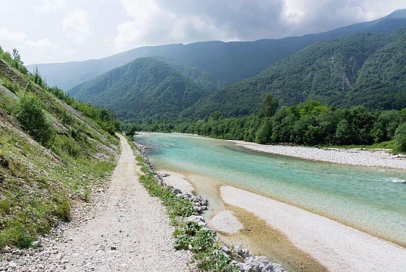 Alpe Adria Trail entlang der Soca