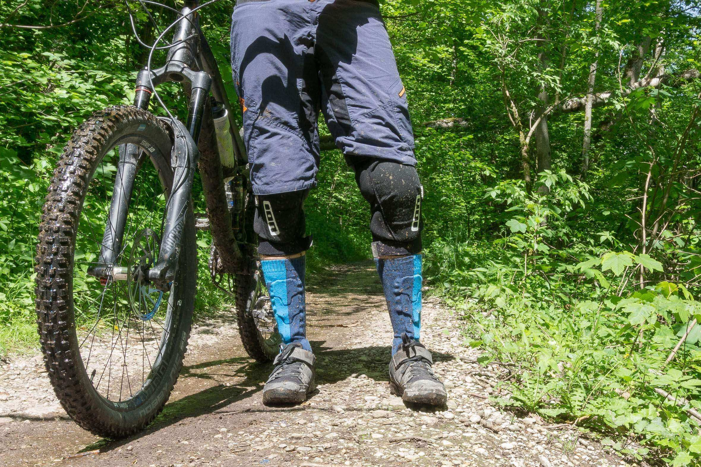 MTB Schienbeinschoner ION BD 2.0 Protection Socks im Test