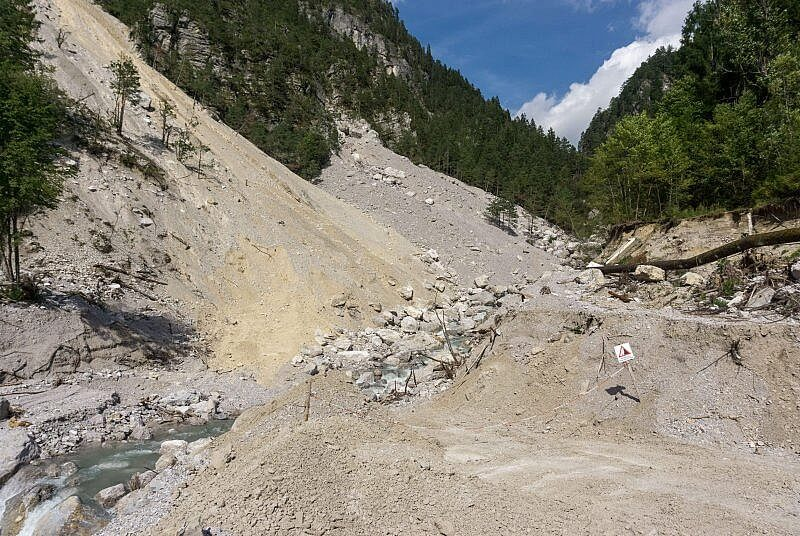 Erdrutsch im Belca Tal