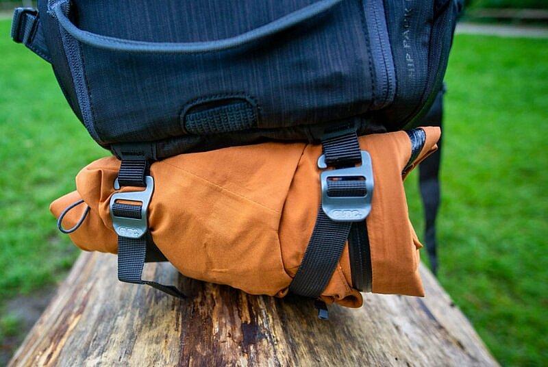 hip pack mit regenjacke